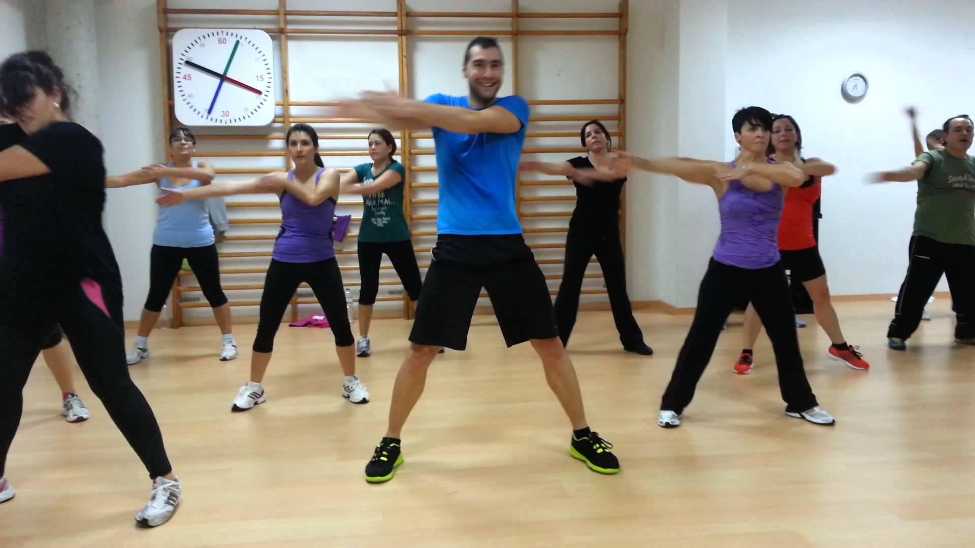 Actividad de Bailoterapia, entretenida, divertida y relajante como actividad física.