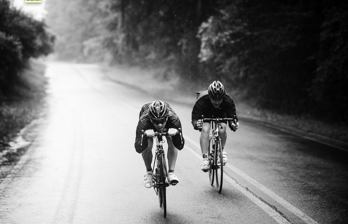 Ciclista entrenando Rutinas Deportivas