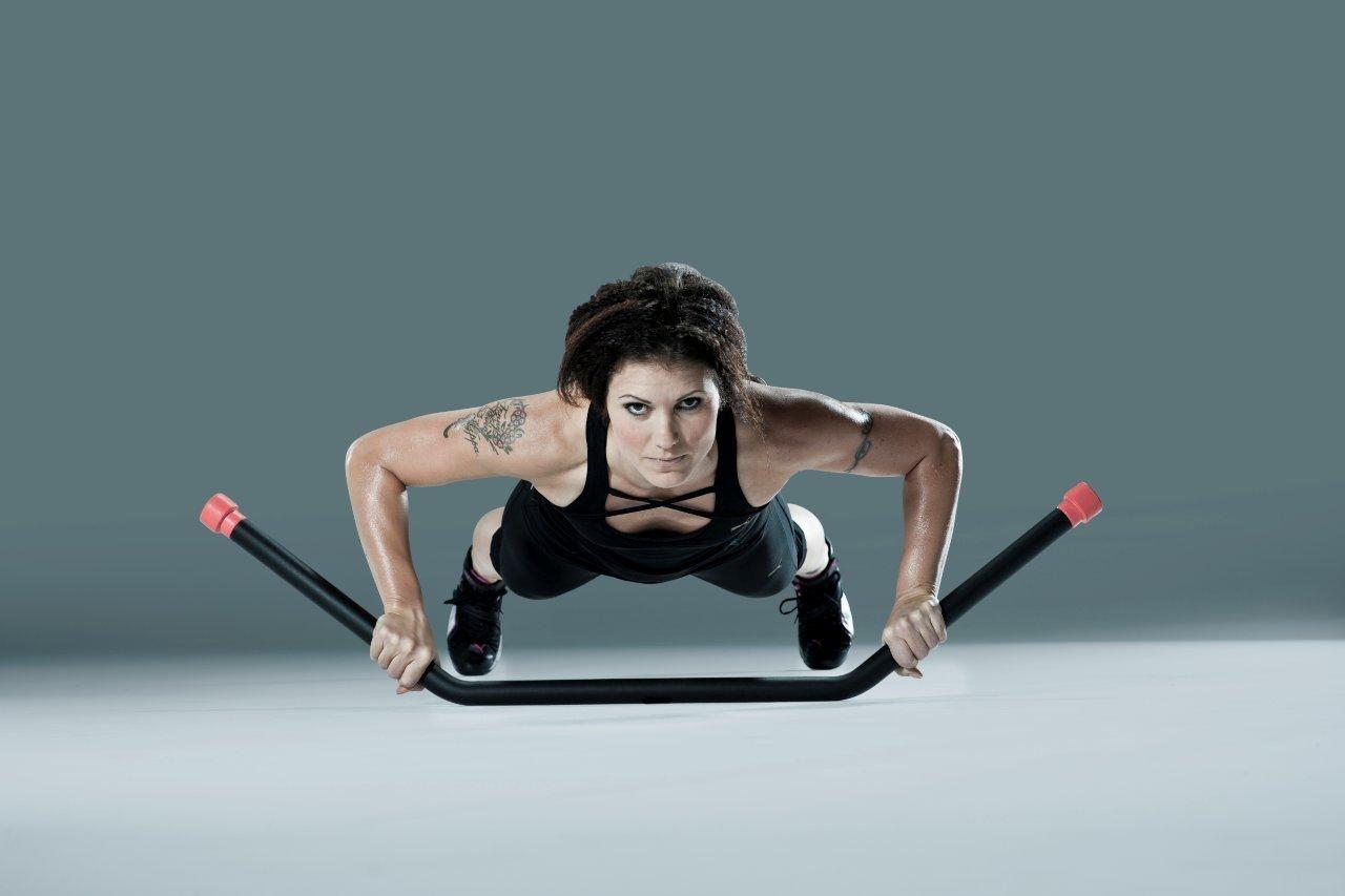 El Corebar aplica todos los  principios del entrenamiento metabólico, trabajando y combinando el cardio  interválico, agilidad, equilibrio, resistencia y ejercicios de fuerza y resistencia