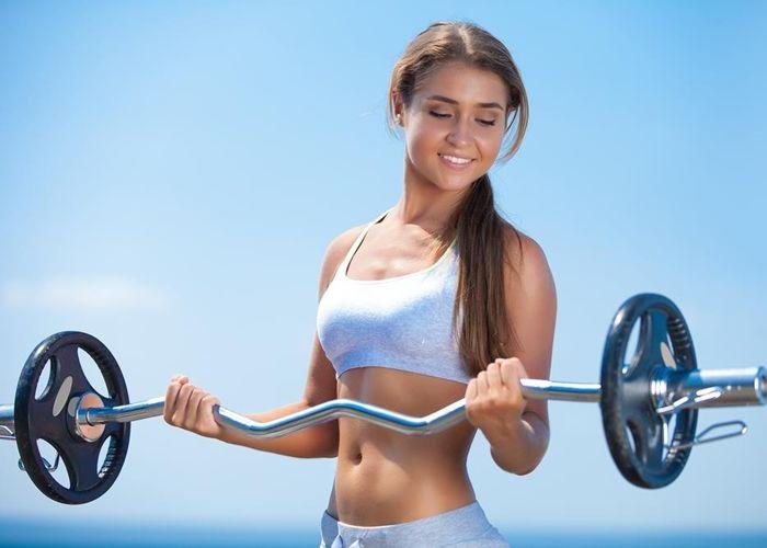 Todo sobre las rutinas de pesas para mujer