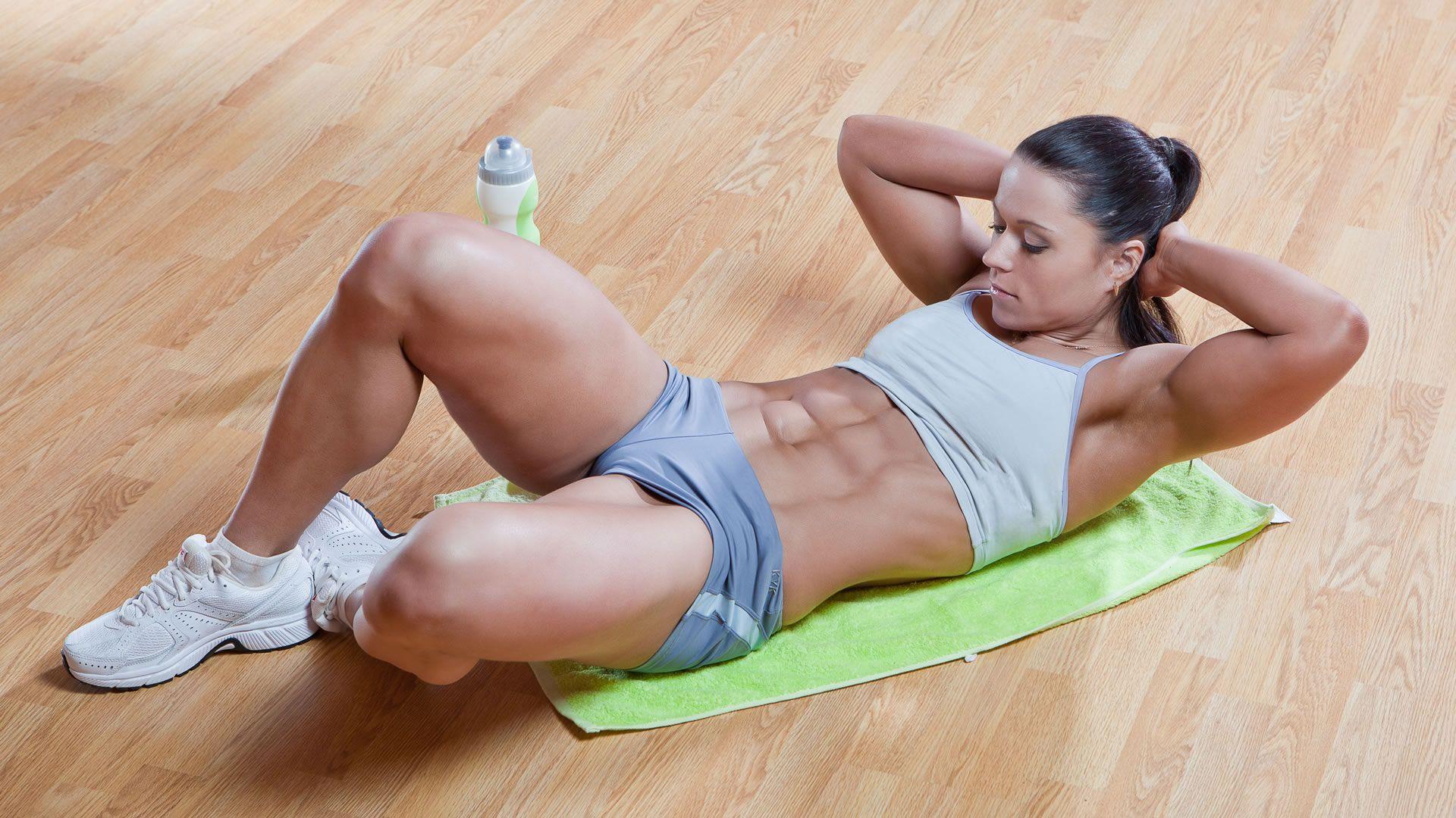 La mejor forma de tonificar el abdomen en casa abdominales